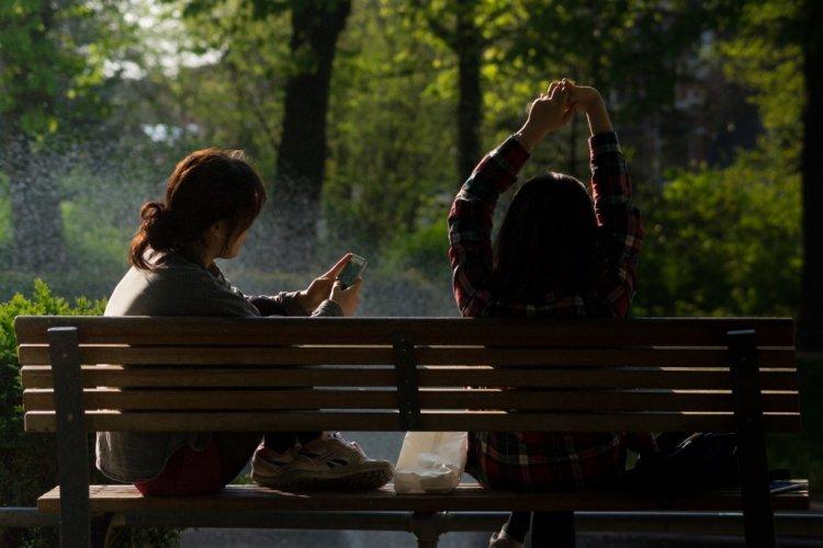 Orang Cerdas Cenderung Kurang Bahagia Jika Banyak Bersosialisasi Dengan Teman