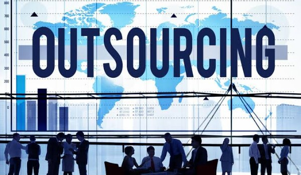 kelebihan dan kekuranagan outsourcing