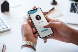 Manfaat Aplikasi Kehadiran Online Bagi Karyawan dan Perusahaan