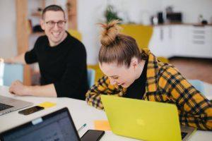 10 Alasan Karyawan Bahagia di Kantor Selain Gaji