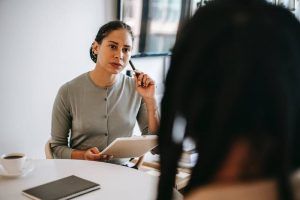 10 Pertanyaan Kepuasan Kerja yang Harus Ada di Survei Karyawan