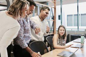 Mendisiplinkan Karyawan Menggunakan Aplikasi Attendance Management