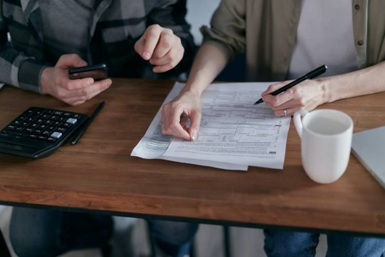 perbedaan pajak dan retribusi