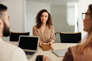 Tips Wawancara Kerja untuk Fresh Graduate, HRD Pasti Terpikat!