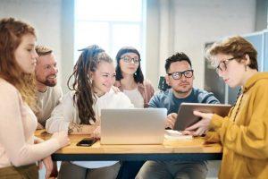 Cara Menjaga Hubungan Sesama Karyawan di Lingkungan Kerja